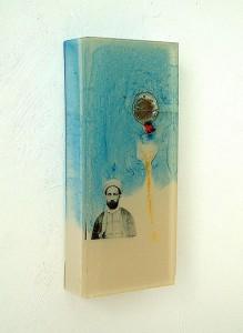ASSUAN IN BLOCKSCAPE III  1997 Resina de poliester y collage 12 x 28 x 4 cm