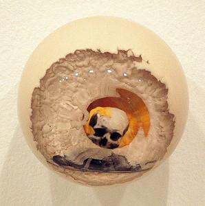 ATMOSFERA CALCICA I 2002 Resina de poliester collage 14 x 14 x 14 cm
