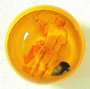 ATMOSFERA CITRICA VI 2002 Resina de poliester collage 14 x 14 x 14 cm-001