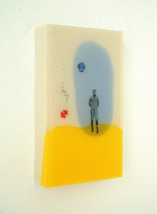 BOY IN BLOCKSCAPE II 1997 Resina de poliester y collage 18 x 28 x 4 cm