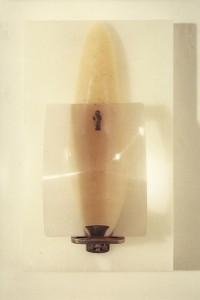 DESDE LA ALTURA DE SU IMPERIO 1990 Resina de poliester, lente, metal y parafina 49 x 29 x 17 cm (2)