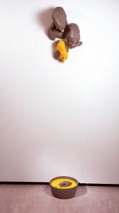 EL-GRAN-BANQUETE-2001-Resina-de-poliester-240-x-46-x-33-cm