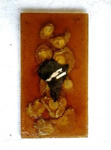 FUNDIA SU GLORIA EL LIQUIDO. 1989 Huevos fritos en resina de poliester y metal 60 x 40 x 3 cm