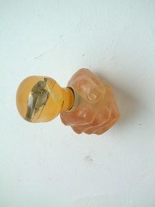 HAND-BULB-CLEAR-V-1996-Resina-de-poliester-cristal-collage-13-x-11-x-10-cm