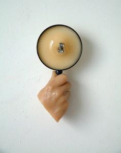 MEAT-HAND-I-1995-Resina-de-poliester-plastico-collage-22-X-12-X-9-cm