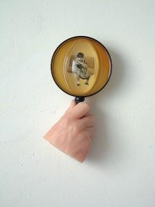 PINK-HAND-I-1995-Resina-de-poliester-plastico-collage-22-X-12-X-9-cm