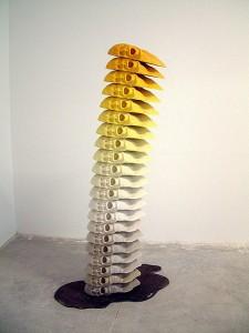 TOTEM 2008 Resina de poliester y metal 120 x 45 x 255 cm